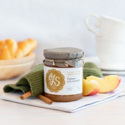 Apple jam with cinnamon